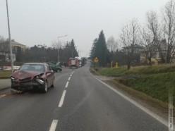 Kobieta leżała na chodniku, zatrzymał się by pomóc, wtedy doszło do wypadku