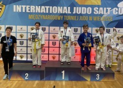 Dwa złote ijeden srebrny medal