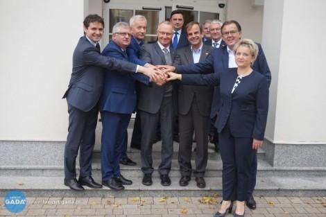 Parlamentarzyści Szwajcarii wŁańcucie