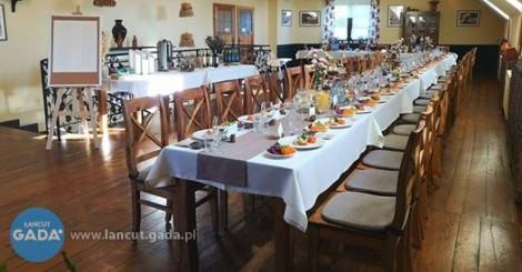 """Restauracja """"Karczma u Garncarzy"""" w Medyni Głogowskiej zatrudni kelnerkę(a)/barmankę(a) do pracy na pełen etat."""