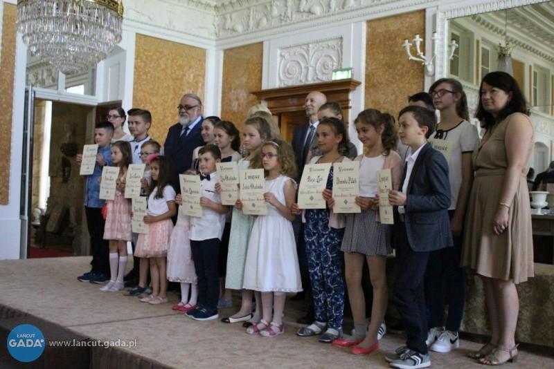 """Laureaci konkursu """"Elżbieta Królowa zŁańcuta"""" nagrodzeni"""