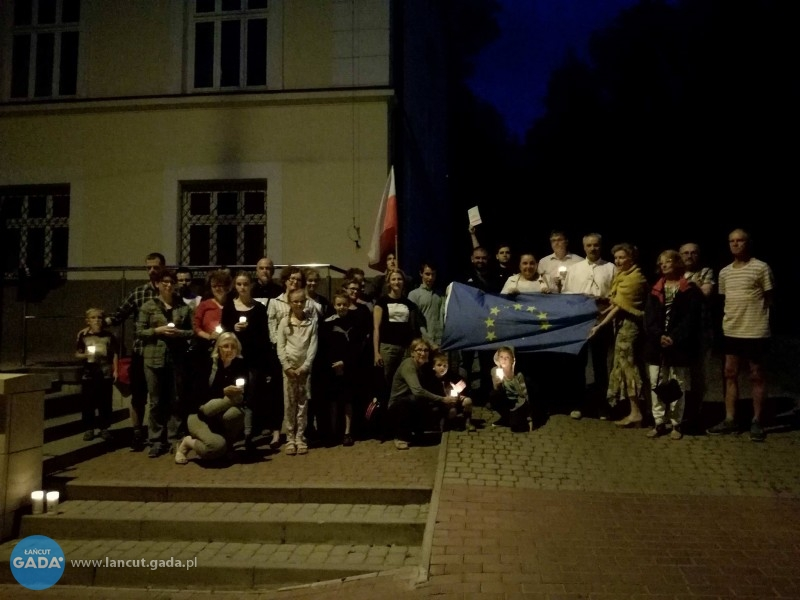 Protestowali przed łańcuckim sądem