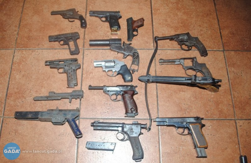 Nielegalny arsenał wdomu