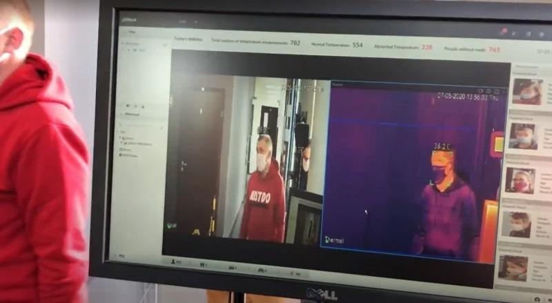 Badanie kamerą termowizyjną wychwyci osoby zgorączką oraz bez maseczek